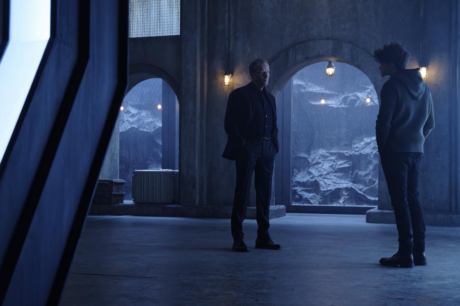 Iain Glen, Curran Walters in Titans Season 3 Episode 4 Lazarus
