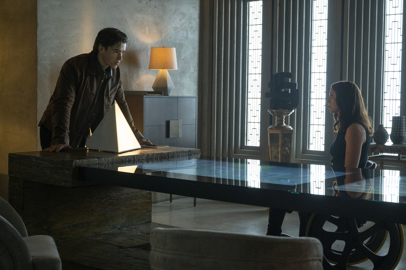 Brenton Thwaites, Savannah Welch in Titans Season 3 Episode 7 51%